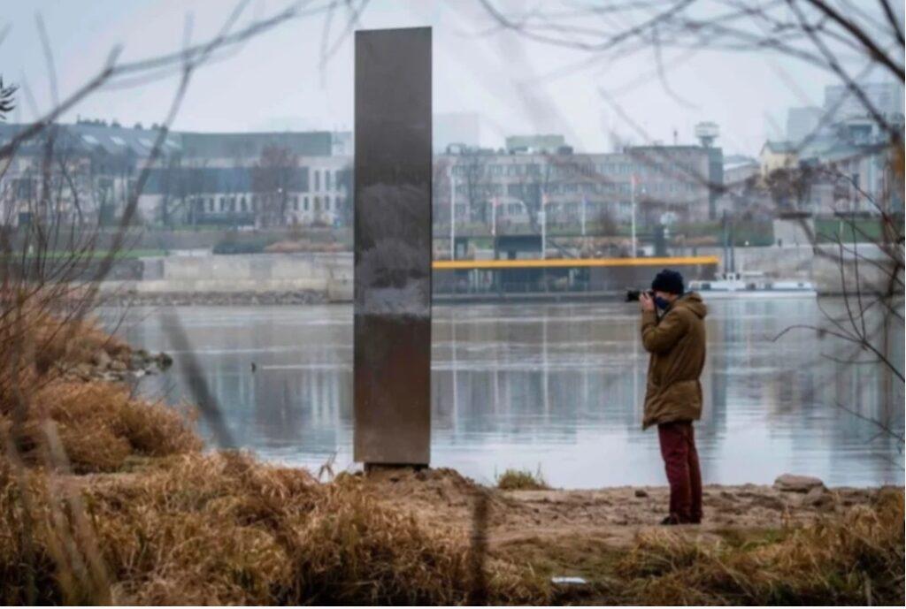 Monolito encontrado en Polonia